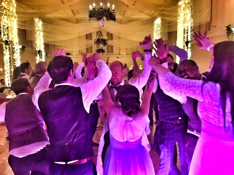 PLAYLIST with Neasa & Shane at their wedding in Kilshane House on the 15th July 2017