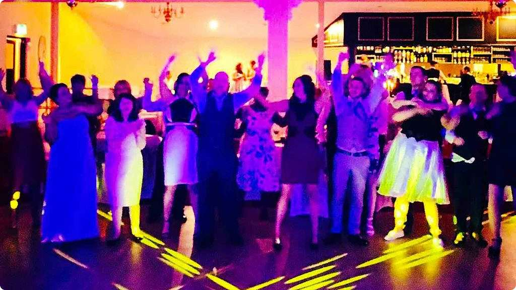 PLAYLIST with Michelle & Damien at their wedding in Boyne Valley on the 14th April 2016